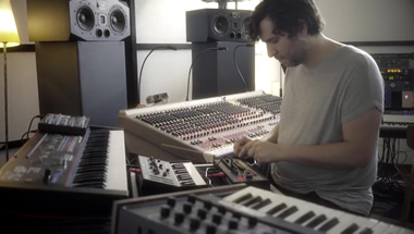 featured-video:TR-08 & SH-01A ile Mathew Jonson